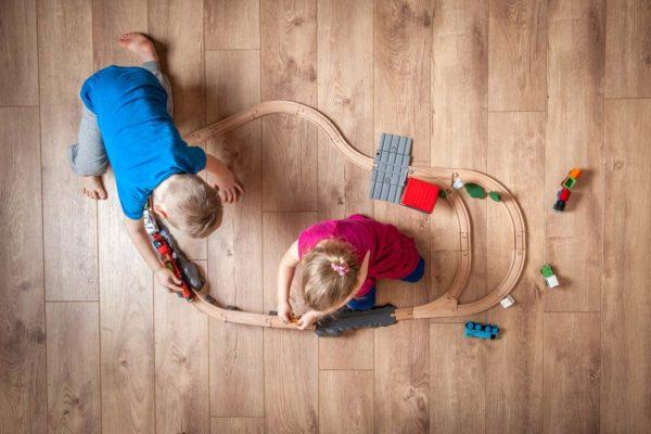 lägga golv i barnrum