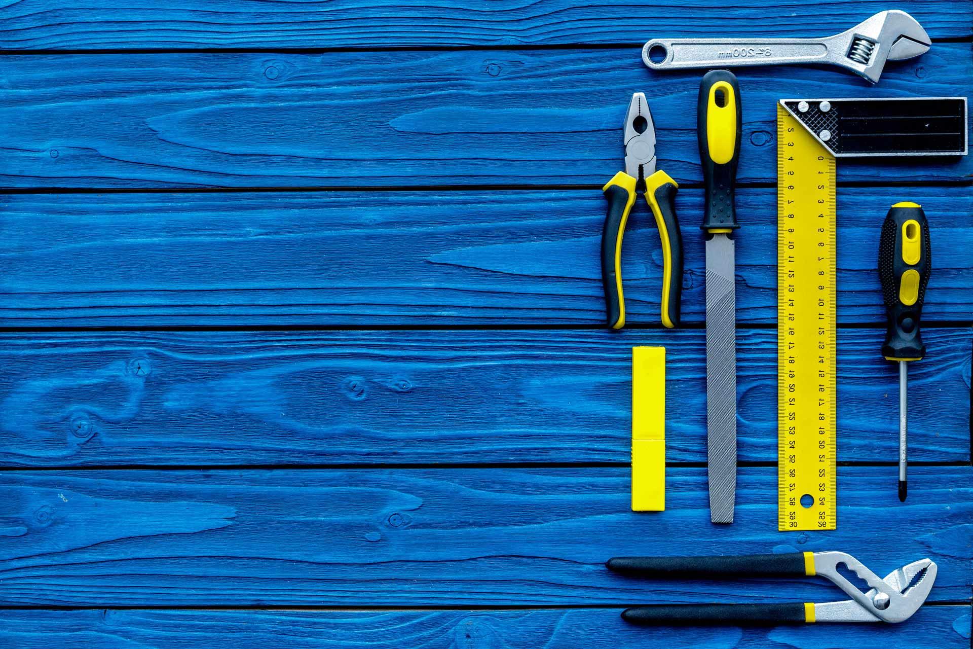 verktyg på blå bakgrund